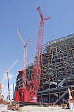 To reach high enough to place the new scoreboards, the company rigged the Manitowoc 14000, a 220USt capacity lattice-boom crawler crane, with a luffing jib.