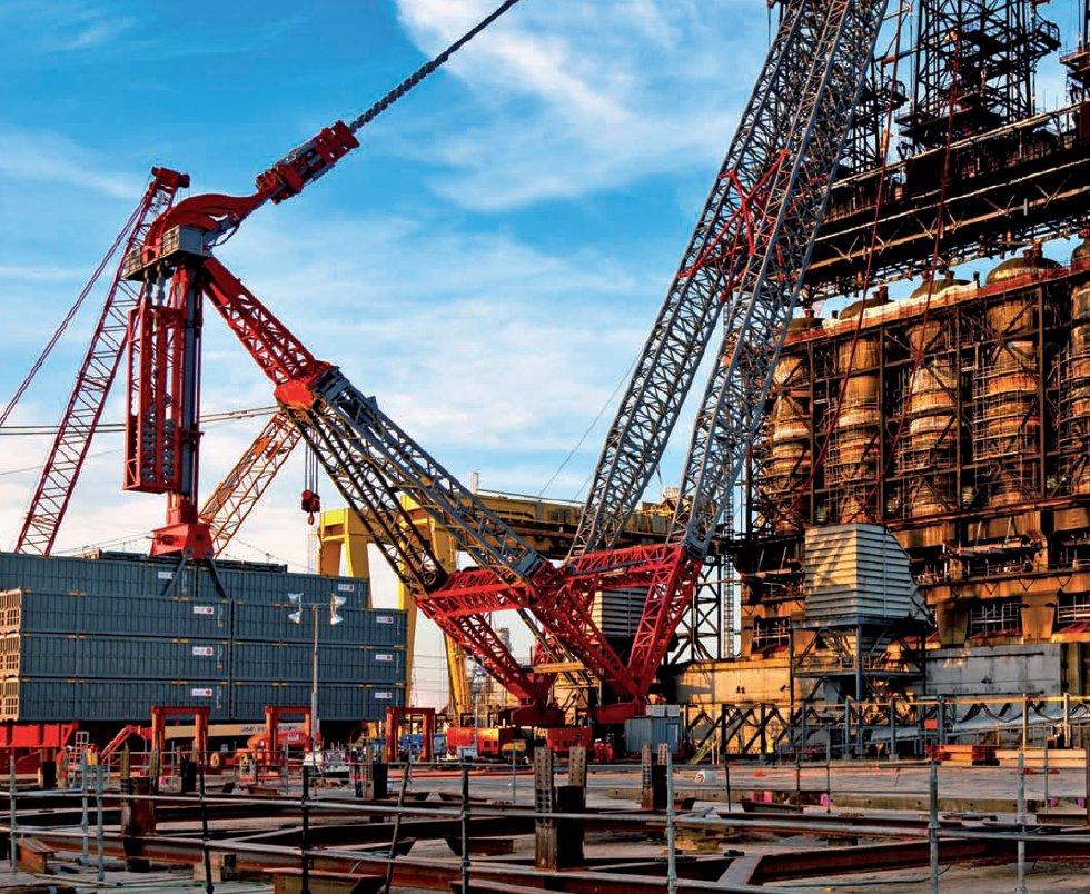 A 4,300 ALE SK 190 'super crane' lifts a 1,627USt (1,475t